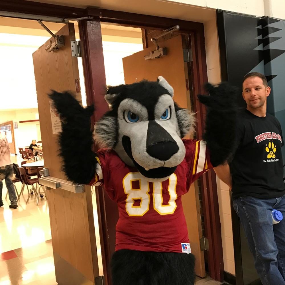 Lobo Mascot at back to school assembly
