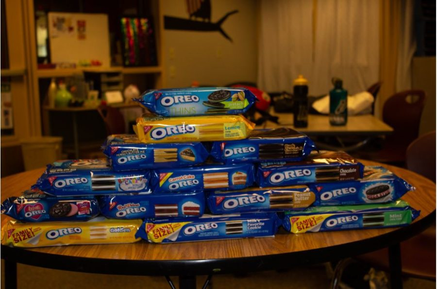 We decided to try 14 different flavors of Oreo's in order to choose the best one.